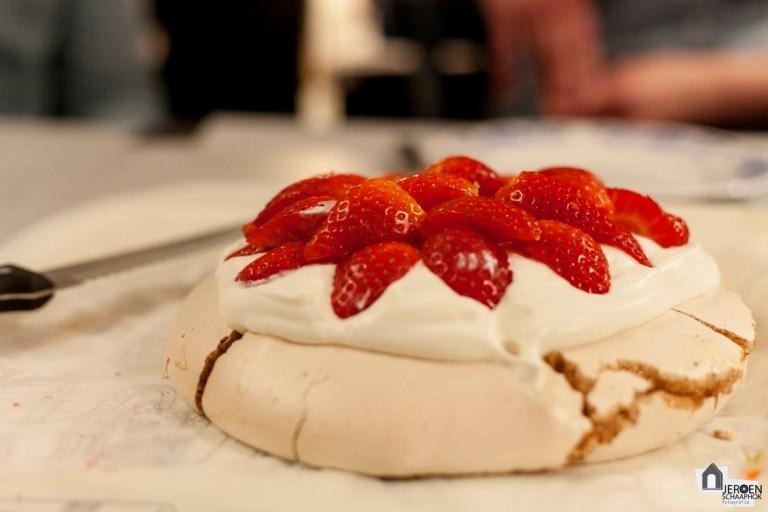 35/365 Pavlova met aardbeien